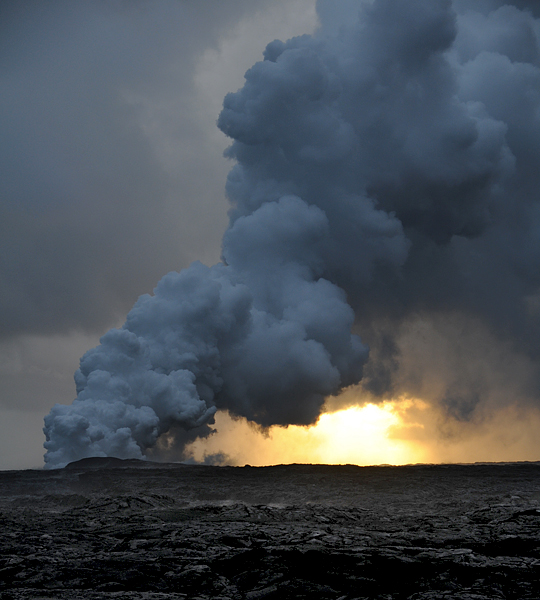 17-puu-oo-volcano-eruption-entering-pacific-ocean-steam-cloud-hawaii