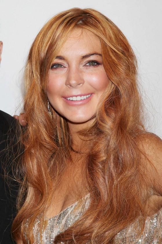 Lindsay-Lohan---2013-amfAR-New-York-Gala-12-560x841