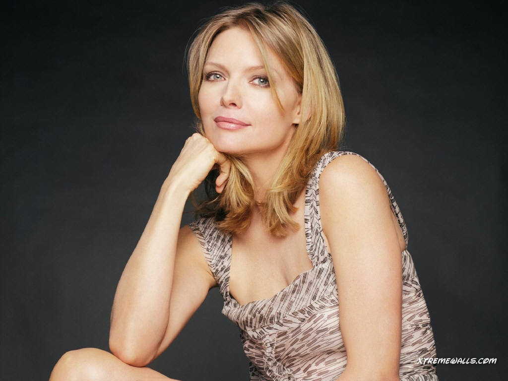 Michelle-Pfeiffer-michelle-pfeiffer-31140696-1024-768