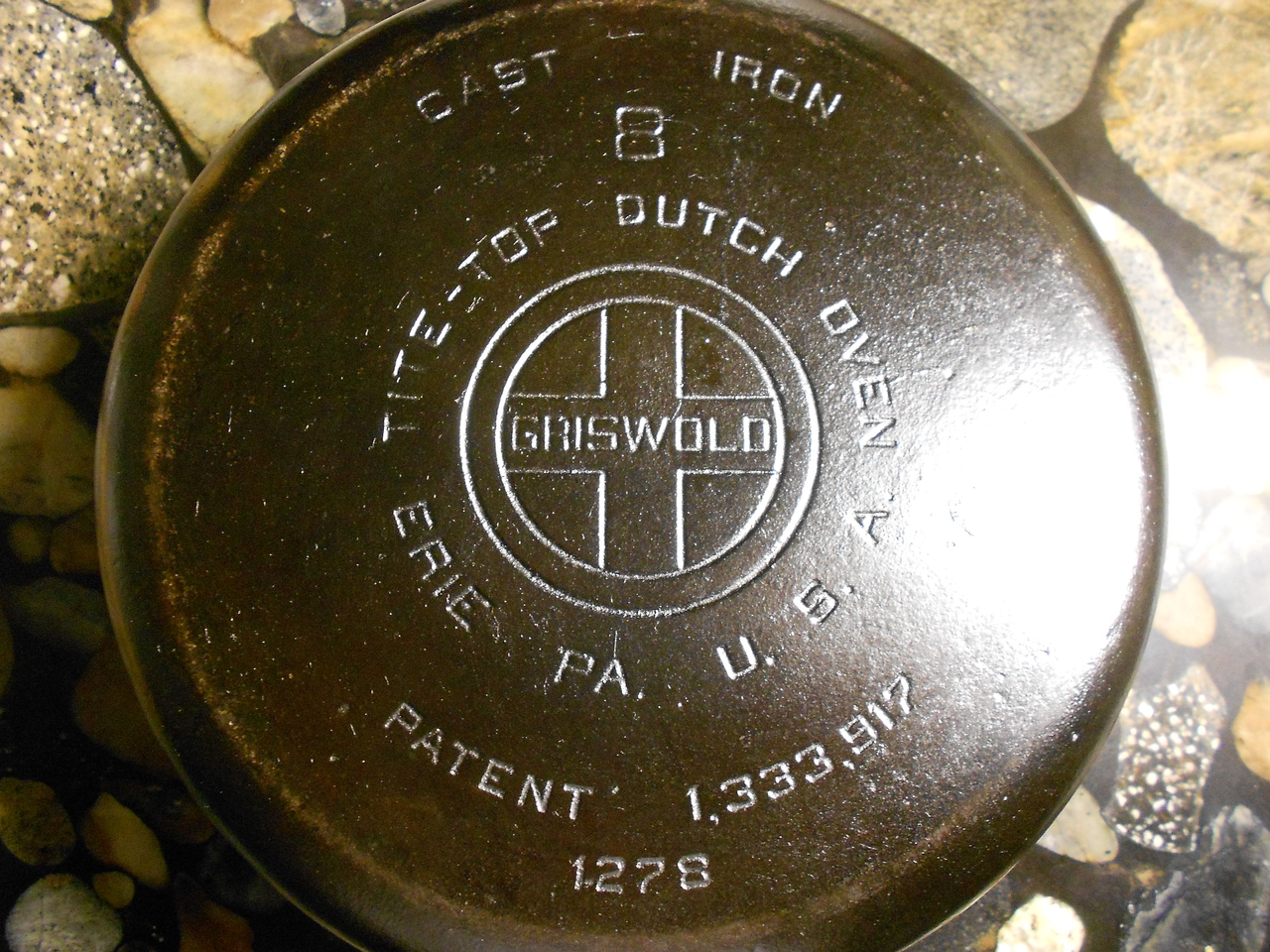 Griswold-Cast-Iron-Dutch-Oven