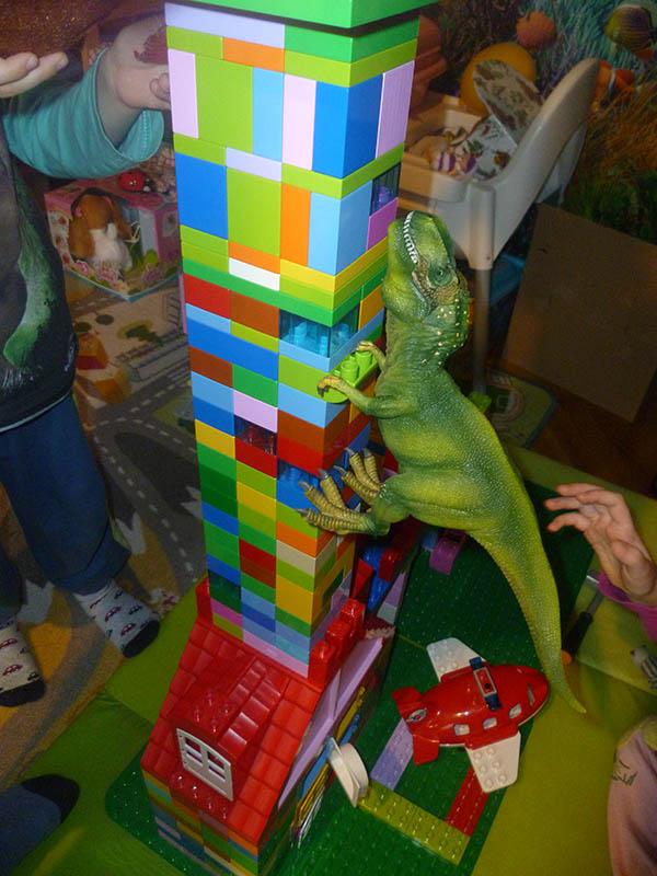 Schleich T-Rex útočí
