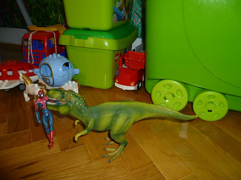 Schleich T-Rex vs Spiderman