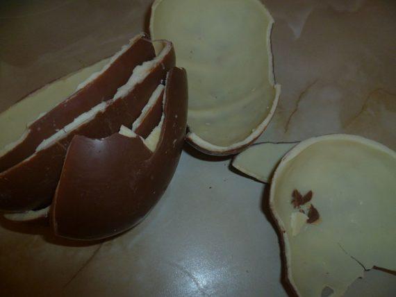 Nespotrebovaná Kinder čokoláda po vajíčkach.